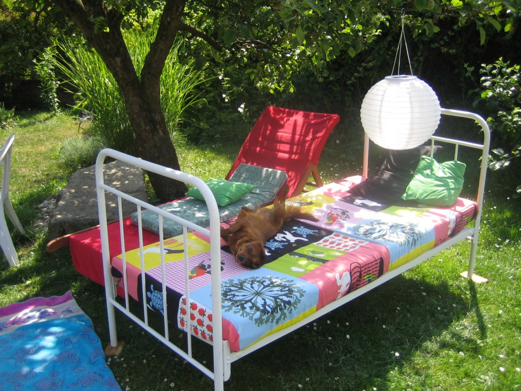 Letní tip - postel na zahradě